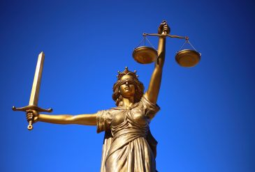 Comment devenir un avocat spécialiste en droit des personnes ?